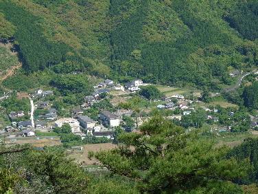 千畳岩からわが村(1).JPG